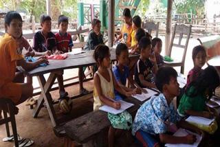 クメール語と英語が学べる課外授業