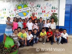 ADPマネージャーと支援地域の子どもたち