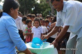 子どもたちに手洗いの大切さを伝えました