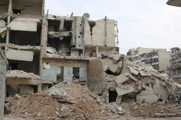 爆撃の凄まじさを物語るアレッポ東部の様子