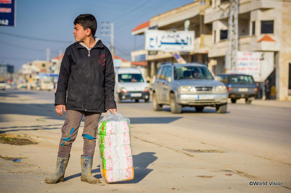 働いている難民の子どもの画像