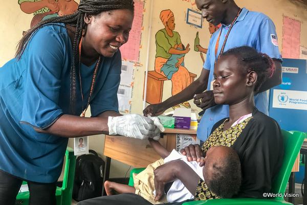 ワールド・ビジョンの支援を受ける途上国の赤ちゃんと母親の写真
