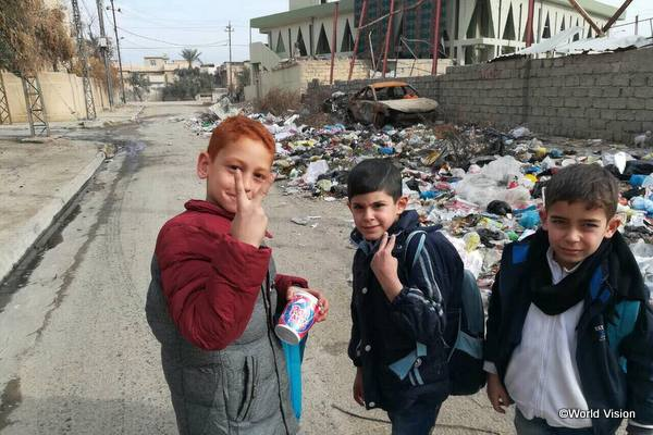 紛争の影響を受けながらも学校に通うモスルの子どもたち