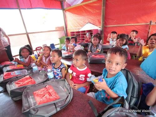 フィリピンでの教育支援の様子