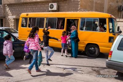 シリアから逃れ、ヨルダンで教育を受ける子どもたち写真