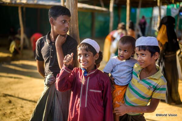 バングラデシュの難民キャンプで過ごすロヒンギャの子どもたち