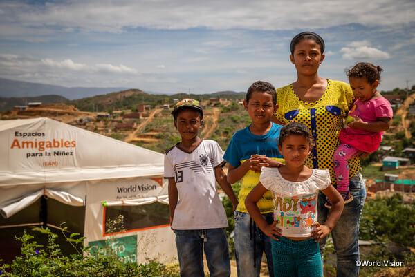 コロンビアに避難したコロンビア難民の家族