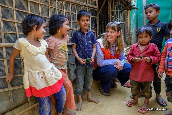バングラデシュの難民キャンプに住むロヒンギャの子どもたち