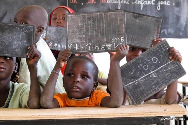 ニジェールの学校に通う子どもたち