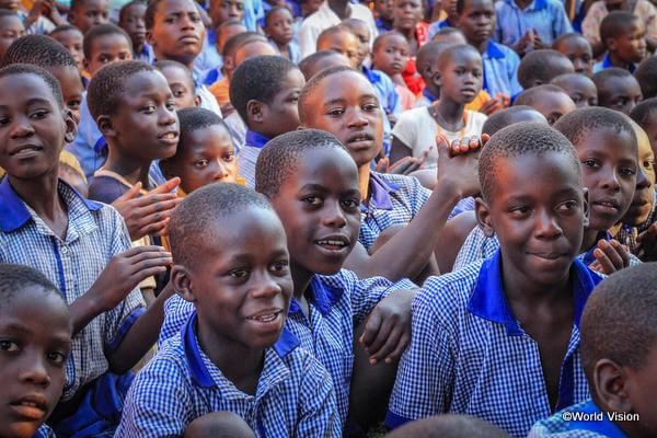 ウガンダの学校に通う子どもたち