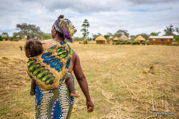 ザンビアに暮らす親子