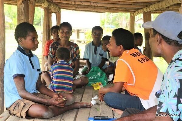 支援活動の実施にあたり、地域の人に話を聞くことがとても重要です