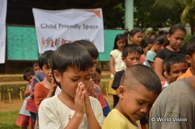 チャイルド・フレンドリー・スペースに集まった子どもたち(フィリピン)