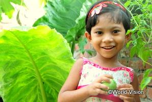 支援を受けて栄養状態が回復した女の子。