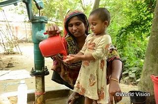 人々の衛生意識を向上し、正しい手洗い習慣をつけるための活動を実施しています。手洗いは、子どもたちの命を守る有効な方法です。