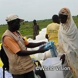 5,000円で南スーダンの難民キャンプで汚れた水を飲料水にする浄化剤を700個支援できます