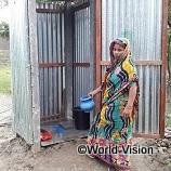 100,000円でバングラデシュの家庭に衛生的なトイレを6基支援できます。下痢の予防や不衛生な水による感染症の蔓延を防ぎます
