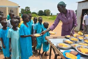 学校給食は、親が子どもを学校に通わせ続ける動機付けにもなります