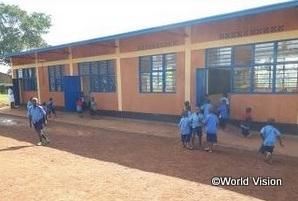 I様の支援により建設された小学校校舎(ルワンダ)