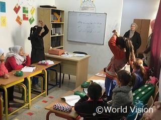 ヨルダンでの補習授業の様子