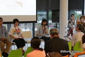 伊勢志摩サミットの記者会見で、児童労働廃止を訴える志澤スタッフ