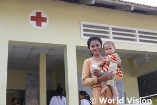 カンボジアのソピアックちゃん(2歳)とお母さん