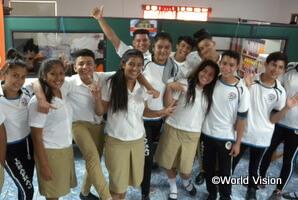 家族や地域の問題を共有し支え合う高校生の自助グループ(エルサルバドルのサンアグスティンAP)