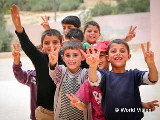 難民支援:シリアのこどもたちをとりまく厳しい避難生活。過酷な状況にあっても輝くばかりの笑顔をみせてくれます