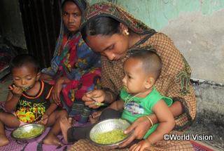 【カルマカンダ地域】「息子は低体重で生まれましたが、私が安く栄養のある食事を作る方法を学び、実際に作れるようになったことで体重が増え、元気に過ごせています。」 アスマさん(栄養プログラムの参加者)