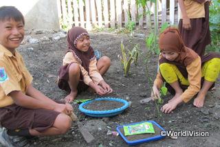 【トウナ地域】「ワールド・ビジョンの活動で、野菜の植え方など、たくさんのことを学びました。」 ミフタフルちゃん(13歳)