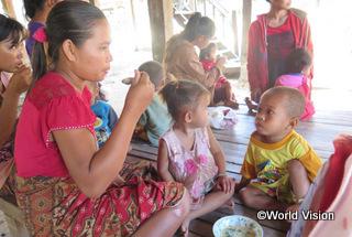 【タパントン地域】「地元の食材を使って栄養のある食事を作る方法を学びました。子どもたちは前よりたくさん食べるようになり、元気に成長しています。」 カンパンさん(地域の母親)