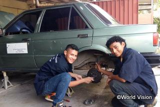 【サンアグスティン地域】「自動車修理の講習会はぼくにとってとても興味深いものでした。ぼくの地域には車の修理工がいないので、この技術は役に立つと多います。 」 アレキサンダー君(15歳)