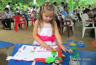 【ティエラ・ヌエバ地域】「就学前教育センターで、友だちと関わることや、色塗りや、自分の感情を表すことなど、たくさんのことを学びました。」 アルマちゃん(地域の女の子)