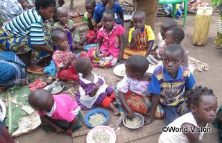 【キルヤンガ地域】「栄養についての講習を受ける前は、私の子どもたちは栄養不良で、成長が遅れていました。子どもたちにバランスの取れた食事を与えるための知識がなかったからです。」 ローズマリーさん(2人の子どもの母親)
