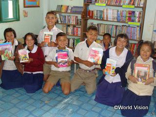 支援によって整備された学校の図書館