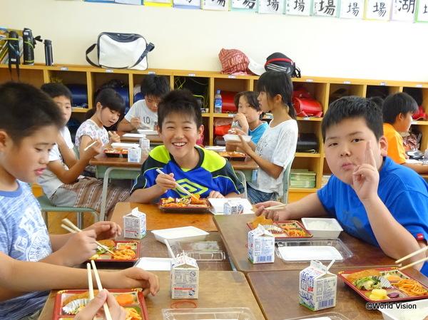6月1日からは、「弁当給食」がスタート。子どもたちも大喜びです