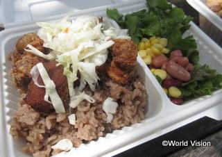 マリネして一晩つけた豚肉を揚げた「グリオ」はハイチの家庭料理の定番だそうです