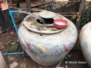 水甕にためて生活用水を使います