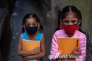 インフォーマルな就学スペースに通うインドの女の子たち