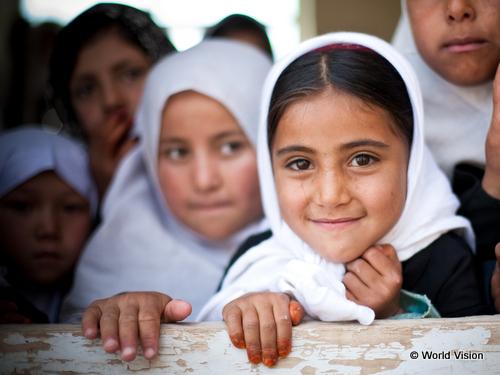 支援地のアフガニスタンの女の子たち