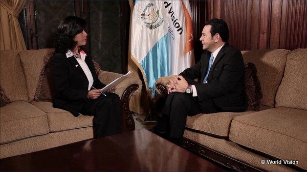 インタビューに答えるモラレス大統領
