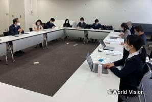 赤松大使・G7サブシェルパ(画面左)および外務省関係部署の皆さまと対話を行うNGOネットワーク代表