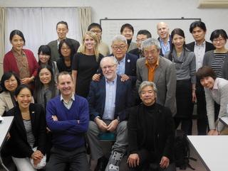 設立イベントに先立ち、「G7サミット市民社会プラットフォーム」の参加団体メンバーと海外ゲストが集まり、G7へ向けた具体的な働きかけ方について活発な意見交換を行いました。前列左端が柴田スタッフ、二列目左端が志澤スタッフ。