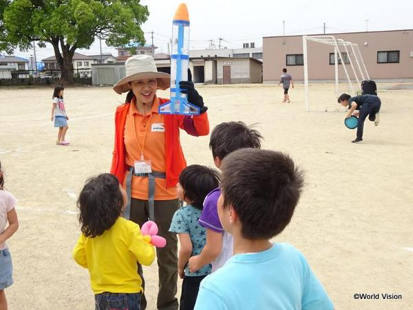 こどもの日イベントには、60 人以上の子どもたちが集まりました