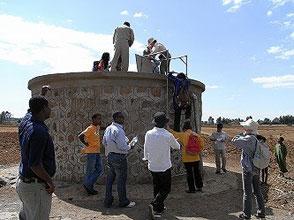 この貯水槽からさらに数キロ先のコミュニティまでパイプを伸ばす計画。完成すれば6万人が恩恵を受けられる予定です