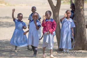 母校に通う女子学生たち