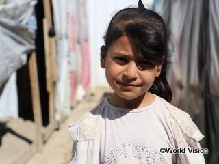 ヨルダンのシリア難民キャンプで暮らす少女(10歳)