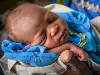 生まれたばかりの赤ちゃん(ウガンダ)