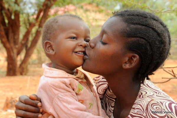 ケニアのお母さんと赤ちゃん