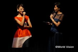 ゲストの松本莉緒さん(女優)とMCと務めた宮崎京さん(元ミス・ユニバース日本代表)